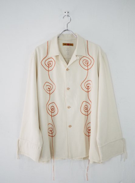 <img class='new_mark_img1' src='//img.shop-pro.jp/img/new/icons14.gif' style='border:none;display:inline;margin:0px;padding:0px;width:auto;' />[NANUA] HAND EMBROIDERY SAMSARA SHIRT -ORANGE/WHITE-