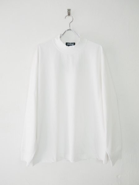 <img class='new_mark_img1' src='https://img.shop-pro.jp/img/new/icons14.gif' style='border:none;display:inline;margin:0px;padding:0px;width:auto;' />[FITFOR] MOCK NECK LONG SLEEVE TEE -WHITE-