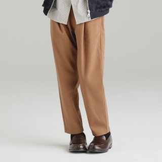 OUTLET ONE TUCK TAPERED PANTS<img class='new_mark_img2' src='https://img.shop-pro.jp/img/new/icons20.gif' style='border:none;display:inline;margin:0px;padding:0px;width:auto;' />