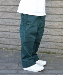 NEW CLASSIC CHINO PANTS<img class='new_mark_img2' src='https://img.shop-pro.jp/img/new/icons20.gif' style='border:none;display:inline;margin:0px;padding:0px;width:auto;' />