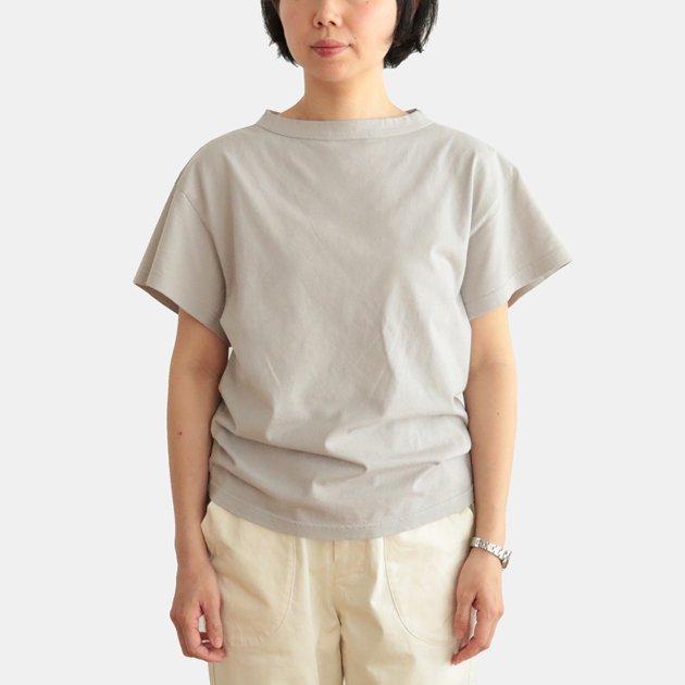 「CLASKA(クラスカ)」発のアパレルブランド「HAU(ハウ)」の半袖Tシャツ