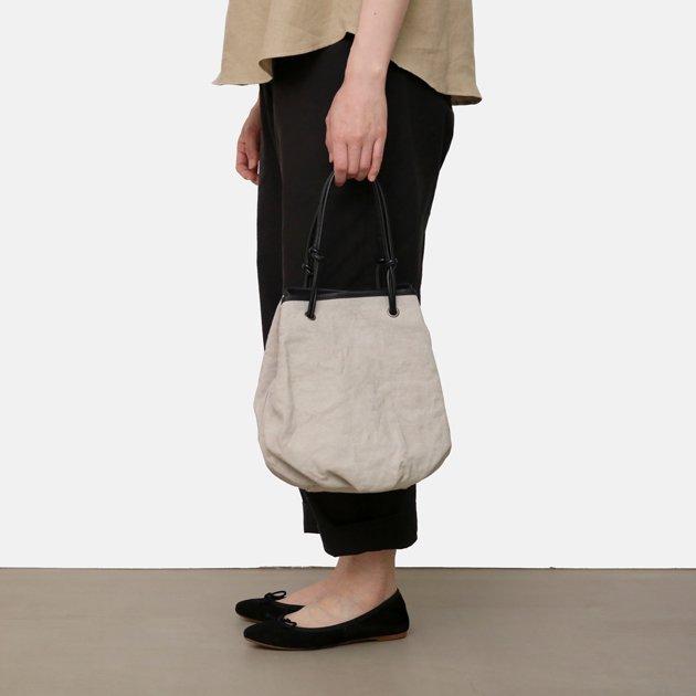「CLASKA(クラスカ)」のレザーバッグ「Sac de lacet(サック・ド・ラセ)」