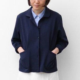 フランスでよく見かける濃いブルーのコットンジャージージャケット
