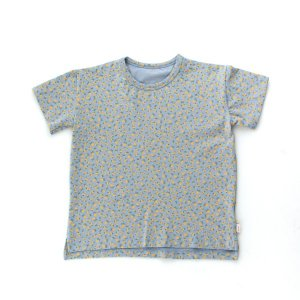 <img class='new_mark_img1' src='https://img.shop-pro.jp/img/new/icons14.gif' style='border:none;display:inline;margin:0px;padding:0px;width:auto;' />SMALL FLOWERS TEE / summer grey honey / tiny cottons 2021ss