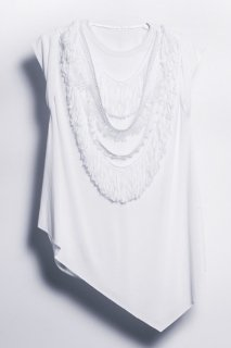 Irregular hem fringe T-shirt<br/>/White