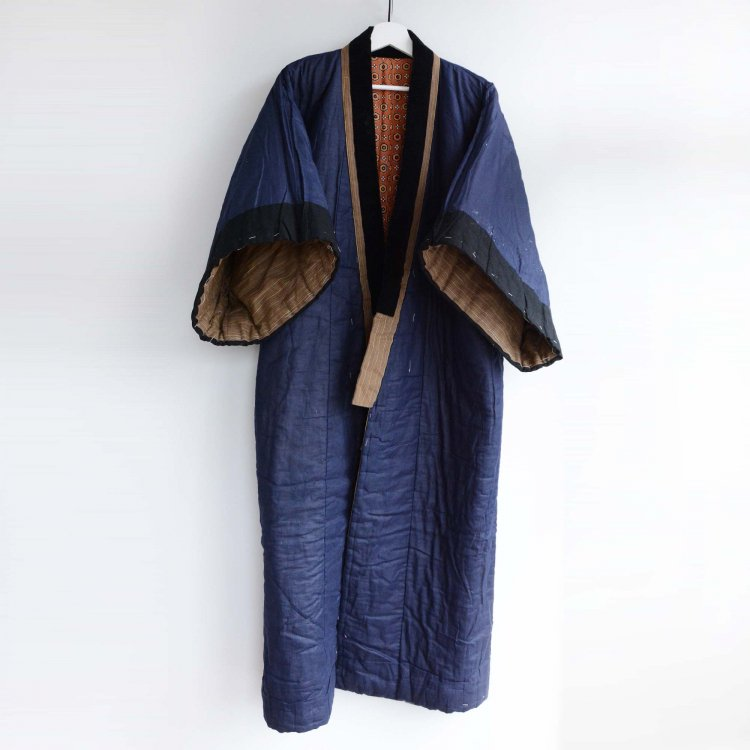 <img class='new_mark_img1' src='https://img.shop-pro.jp/img/new/icons8.gif' style='border:none;display:inline;margin:0px;padding:0px;width:auto;' />綿入れ半纏 丹前 着物 褞袍 掻巻 ジャパンヴィンテージ 昭和中期   Hanten Padded Kimono Robe Tanzen Japan Vintage