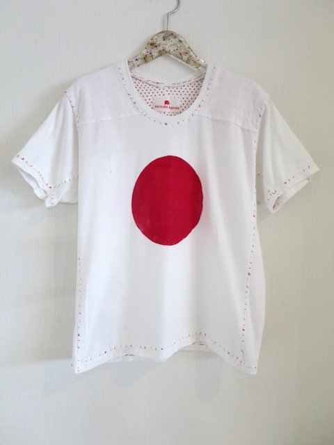 <img class='new_mark_img1' src='https://img.shop-pro.jp/img/new/icons1.gif' style='border:none;display:inline;margin:0px;padding:0px;width:auto;' />『keisuke kanda』日の丸のTシャツ