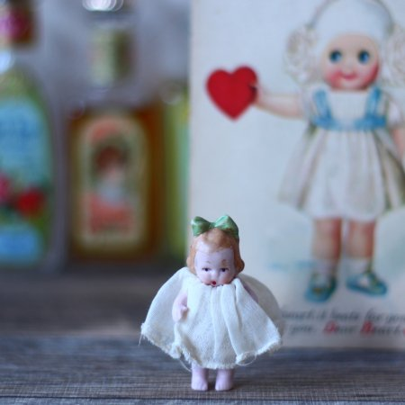 Hertwig 緑のおリボンの女の子の画像