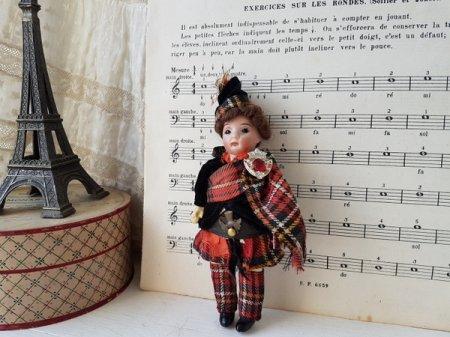 スコットランド民族衣装Aマルセル390ビスクドールの画像