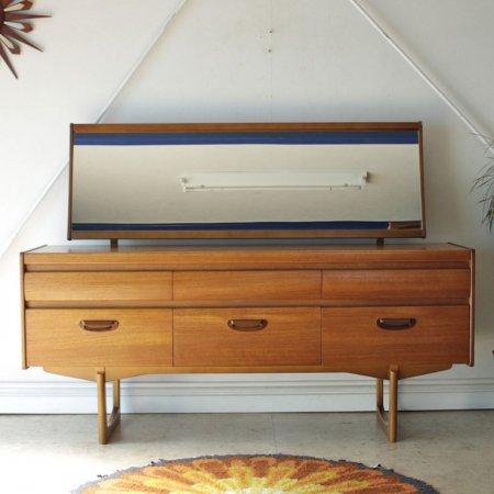 William Lawrence・イギリス製 ビンテージ・ドレッサー・サイドボードの画像