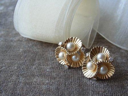 真珠&ダイヤモンドの貝殻ピアスの画像