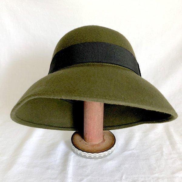 婦人帽 オリーブグリーン フェルトのクロッシェ 上品な黒リボンの画像