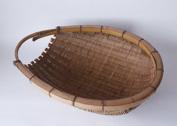 箕の竹かごの画像