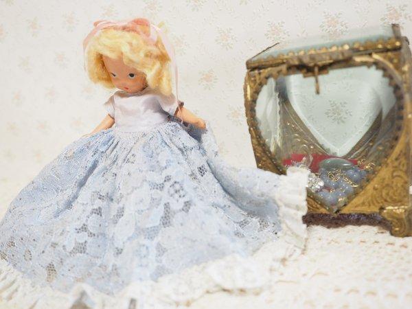 ナンシー・アン 「ストーリーブックドール」 ビスク 水色レースの画像