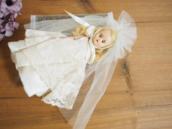 ナンシー・アン 「ストーリーブックドール」プラスティック 白ドレスアイラッシュ付きの画像