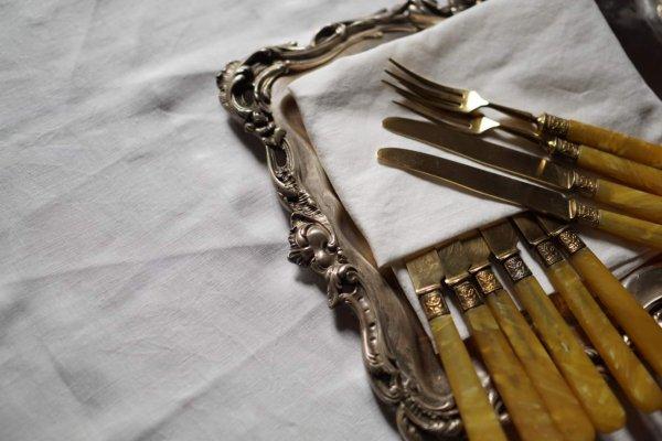 デザートナイフとフォークの画像