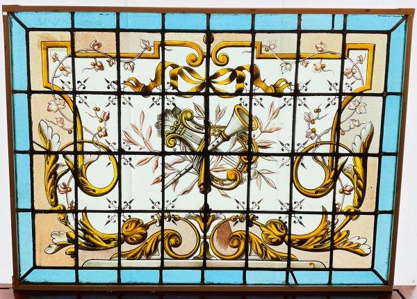 楽器のステンドグラスの画像