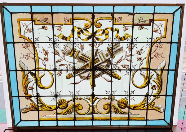弓矢のステンドグラスの画像