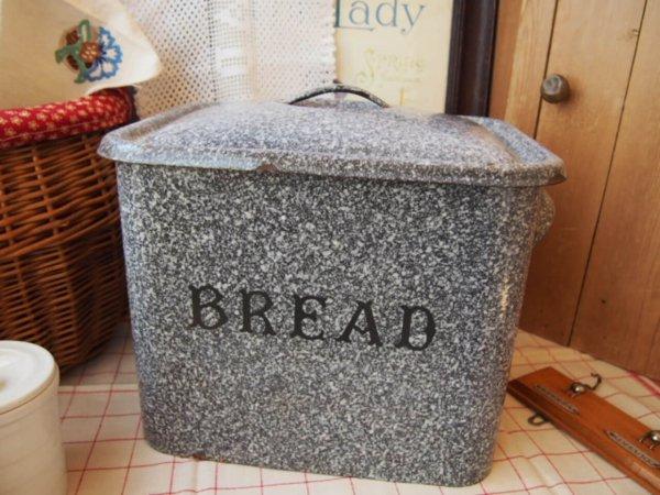 イギリスアンティーク ブレッド缶の画像