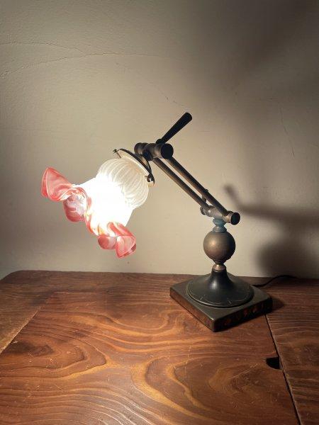 フレンチアンティークテーブルランプの画像