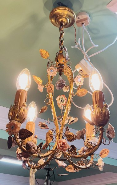 アンティーク 陶花と葉の照明の画像