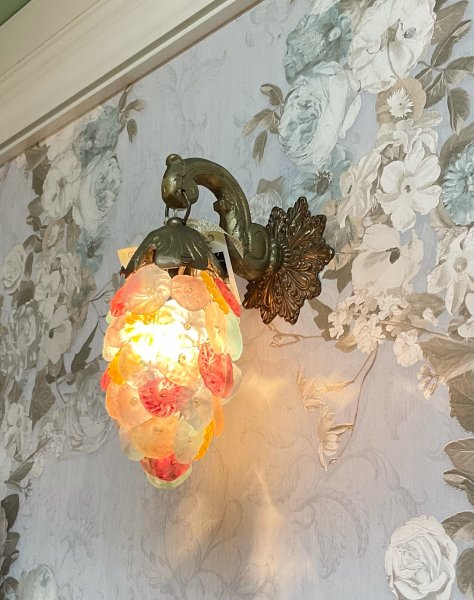 アンティーク フラワーブーケの照明の画像
