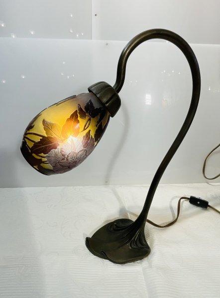 ガレ アールヌーボー照明スタンドの画像