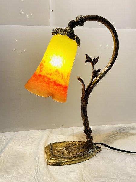 アンティーク 植物の照明スタンドの画像