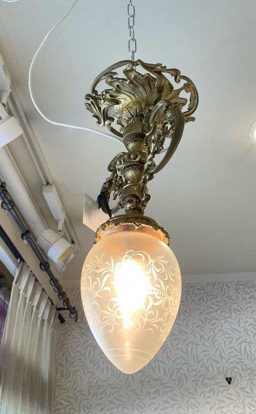 アンティーク ゴールドフラワーの照明の画像