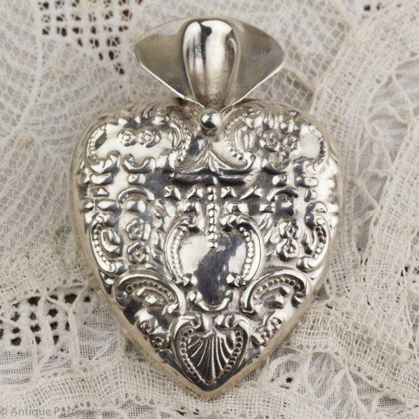 ビンテージ 純銀 ハート型のフラワーホルダーブローチの画像