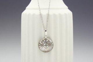 Parterre round silver pendant
