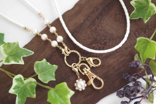 【pearls & crystals】パール&クリスタル・スマホロングストラップ(1)<ホワイト×ゴールド>[コットンパール/スワロフスキークリスタル]