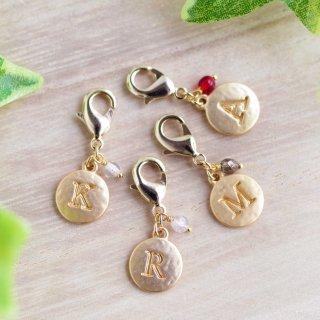 選べる4色【initial-coin】イニシャル-コイン・マスクチャーム/マスクピアス[チェコガラスビーズ]