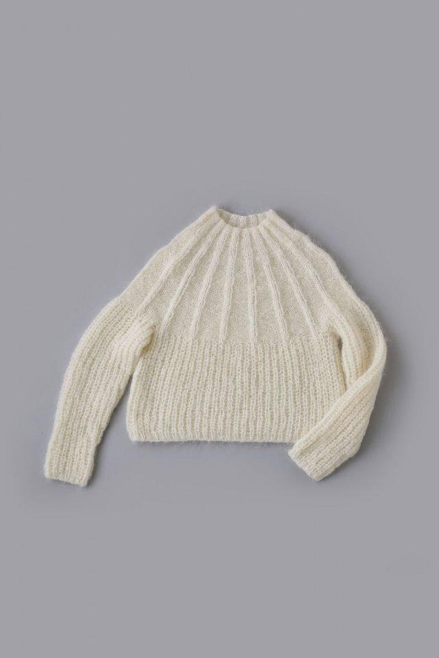 ネックから編むモヘヤのセーター