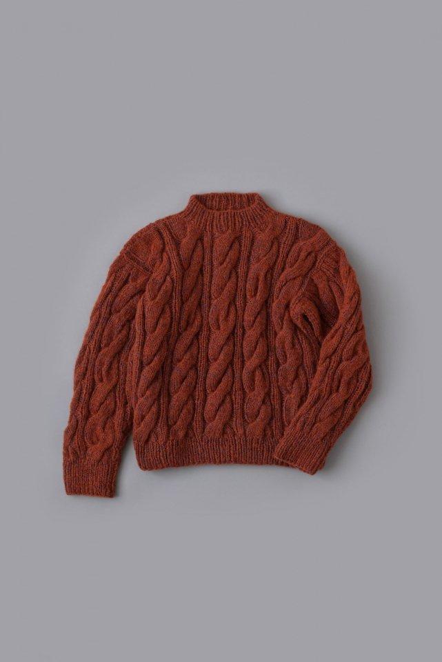 ふっくらケーブル模様のセーター