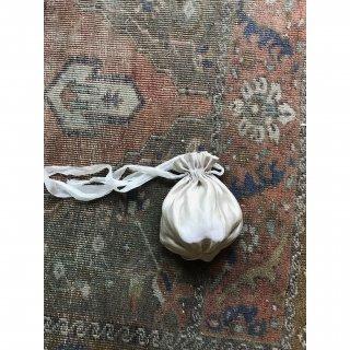 silklinen petal seam kinchaku (mini)