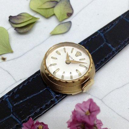 時計 カメレオン