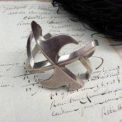 Swastika Cast Silver Bracelet (スワティカ キャスト シルバー バングル)