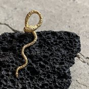 momocreatura Waving Snake Earrings Gold Single(ヘビピアス ゴールド 片耳用)