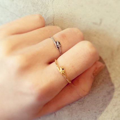 momocreatura Snake Ring Silver Emerald(ヘビリング 燻しシルバー エメラルド)