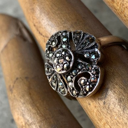 <img class='new_mark_img1' src='https://img.shop-pro.jp/img/new/icons13.gif' style='border:none;display:inline;margin:0px;padding:0px;width:auto;' />1930's Silver/Marcasite Ring(1930年代 シルバー/マーカサイト リング)