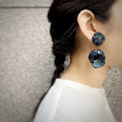 <img class='new_mark_img1' src='https://img.shop-pro.jp/img/new/icons20.gif' style='border:none;display:inline;margin:0px;padding:0px;width:auto;' />【30%OFF】Cilea PARIS Blue Gray Flower Swing Earrings(シレアパリ ブルーグレー フラワー スイングイヤリング)