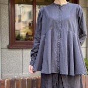 ikkuna/suzuki takayuki flared blouse(スズキタカユキ フレアードブラウス)Charcoal Gray