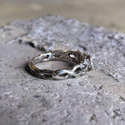 momocreatura  Baby Skull in Rose Ring(薔薇に包まれた赤ちゃんスカル リング 燻しシルバー×ゴールド)