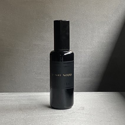 <img class='new_mark_img1' src='https://img.shop-pro.jp/img/new/icons56.gif' style='border:none;display:inline;margin:0px;padding:0px;width:auto;' />MAD et LEN PARFUM MIST TERRE NOIRE(マドエレン パルファンミスト テレノア )