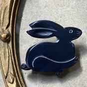 1960's French Galalith Navy Rabbit Brooch(1960年代 フランス ガラリス ネイビー うさぎ ブローチ)Dead Stock