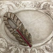 <img class='new_mark_img1' src='https://img.shop-pro.jp/img/new/icons13.gif' style='border:none;display:inline;margin:0px;padding:0px;width:auto;' />1930's Rene Mittler Feather Brooch(1930年代 ルネ・ミットレー ペーストガラス ブローチ)RED