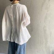 <img class='new_mark_img1' src='https://img.shop-pro.jp/img/new/icons13.gif' style='border:none;display:inline;margin:0px;padding:0px;width:auto;' />ikkuna/suzuki takayuki smock blouse(イクナ/スズキタカユキ スモック ブラウス)White
