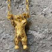 <img class='new_mark_img1' src='https://img.shop-pro.jp/img/new/icons13.gif' style='border:none;display:inline;margin:0px;padding:0px;width:auto;' />momocreatura  Handcuffed Bear Necklace(クマ ネックレス ゴールド)