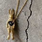 <img class='new_mark_img1' src='https://img.shop-pro.jp/img/new/icons13.gif' style='border:none;display:inline;margin:0px;padding:0px;width:auto;' />momocreatura  Stolen Heart Bunny Necklace(うさぎ ネックレス ゴールド)